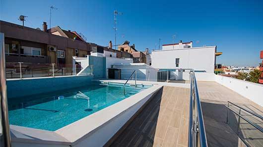 pisio-nuevo-sevilla-piscina