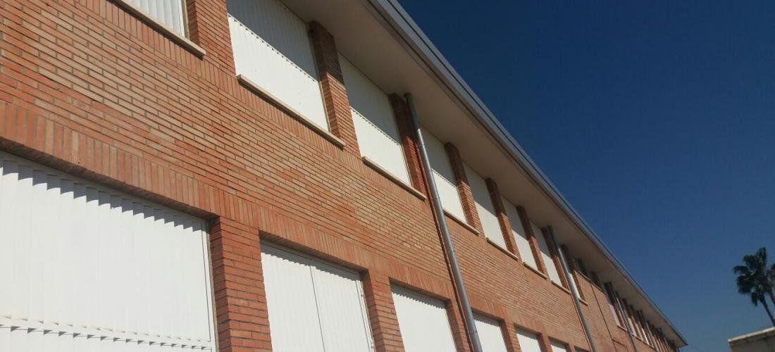 Obras de reparación de cornisas y fachada. CEIP Las Erillas de Aznalcollar (Sevilla)