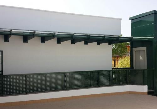 Sustitución de Ventanas y Eliminación de Barreras Arquitectónicas en CEIP de Los Molares (Sevilla)